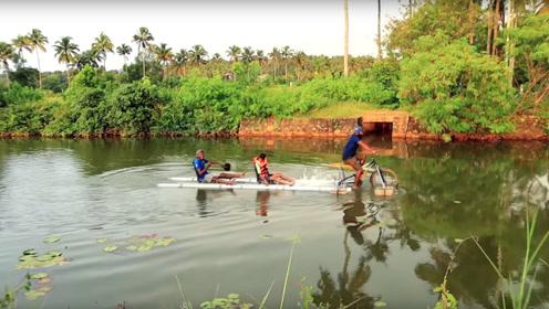 在水上骑自行车是种什么体验?老外改造后还能载人行驶,网友:真有才华