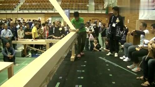实拍日本木工展会的薄薄的刨花,网友:也不是一下就能刨出来的
