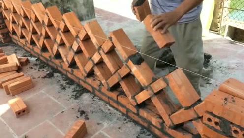 这才是真正的砌砖高手,砖头交叉垒,省砖又美观,很值得学习