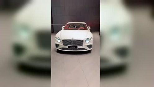 能买其中一辆宾利车,也算是人生赢家了!