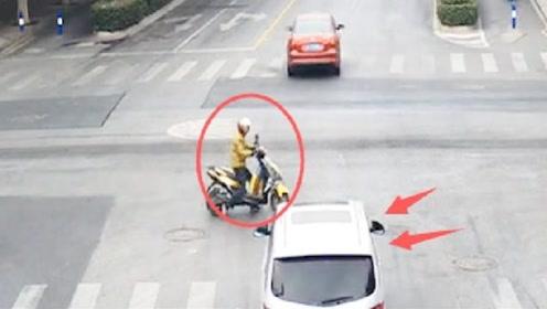 男子骑车任性闯红灯,面包车师傅岂能让你,一脚油门车毁人伤
