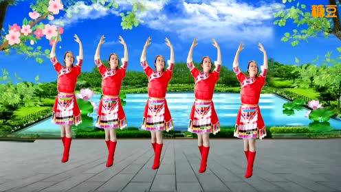 欢快动听的藏族舞!经典的《醉一杯青稞酒》,这支广场舞我也就看了七八遍