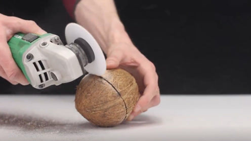 """一张白纸能有多锋利?将A4纸加速旋转,看椰子的""""下场""""就知道了"""