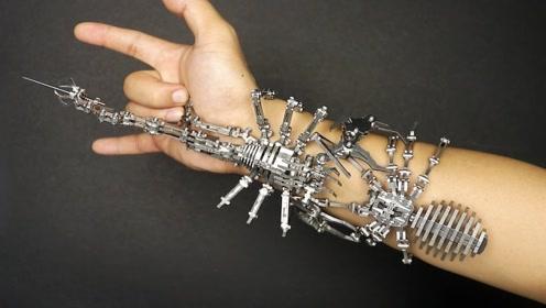 上千个金属零件能组装成什么?老外亲测,戴在手上那一刻太震撼