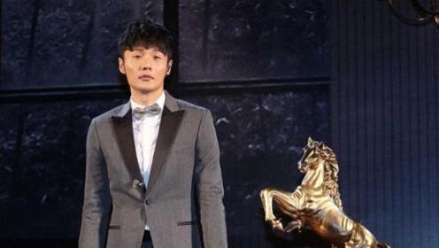 李荣浩分享自己练琴视频,酷帅陶醉的造型竟被花里胡哨的特效抢镜