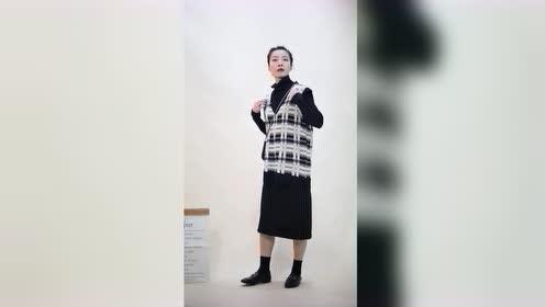懒人必备的套装来了,针织马甲和连衣裙