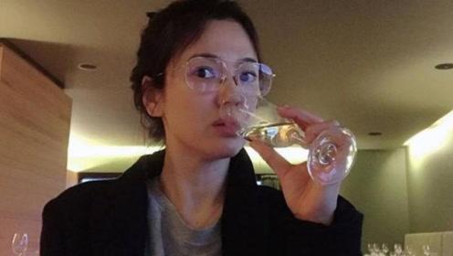 宋慧乔最新素颜近照曝光,戴眼镜被好友调侃:书呆子