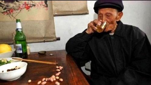 """习惯每天喝一小杯""""白酒""""的人,最后都变成啥样了,看完你都不信"""