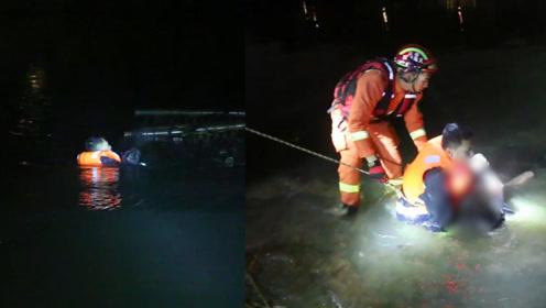 男子深夜被困水塘不配合救援,消防员冒严寒在水里泡1小时