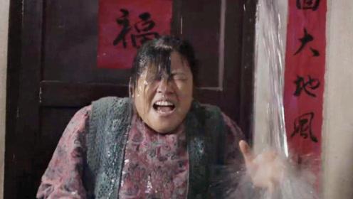 婆婆被邻居欺负十几年,农村儿媳来到只用三桶水,就霸气报仇