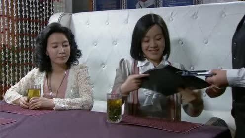 郑坚出狱宝莉领众人聚餐!可却不知丈夫竟跟秘书幽会!