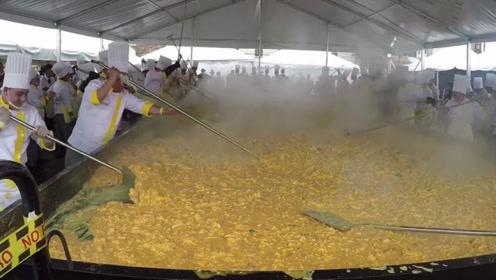 世界上最大的炒蛋,由62000个鸡蛋制成,制作过程好壮观!