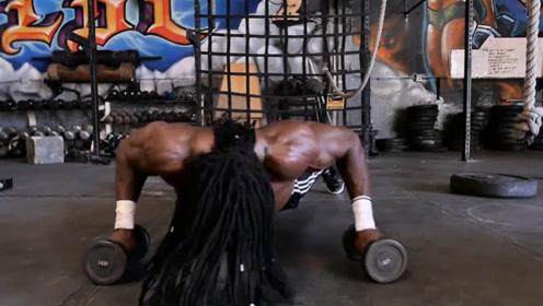 西非自然健身大师!不吃蛋白粉,靠俯卧撑练出一身逆天肌肉!