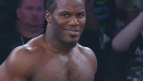 摔跤十年无人知,邪魅一笑天下闻,这位摔跤手因为笑容走红网络