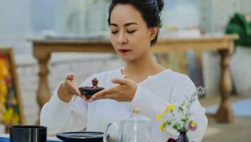 35岁王珞丹亲姐姐曝光,不仅是学霸,还曾12次上春晚