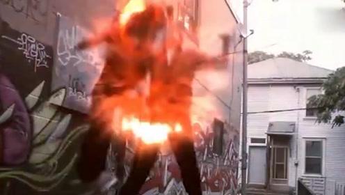 屌丝男化身格斗高手对决恶势力!一记超级上勾拳打飞对手!