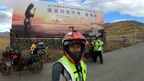 我们到达进入格聂神山的路口,一路过来,风景优美
