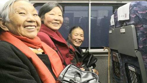 成贵高铁迎好奇宝宝!3位奶奶第一次坐动车,来回一趟不出站