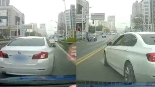 未让插队,出租车遭宝马4次恶意别车:车内载有2小孩