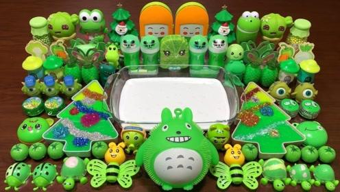 把绿色起泡胶、亮片珠子等混合做泥,无硼砂,减压又好玩