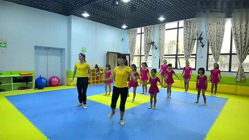 幼儿园精彩舞蹈《踩踩踩》