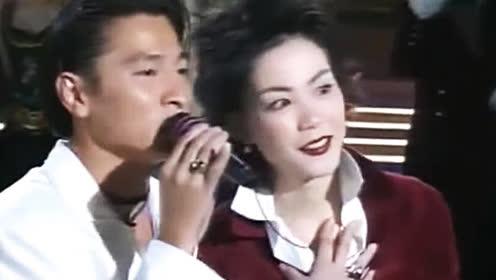 刘德华现场演唱王菲《容易受伤的女人》王菲一旁高能伴舞
