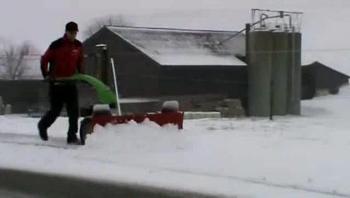 快速行走的手推式除雪机器