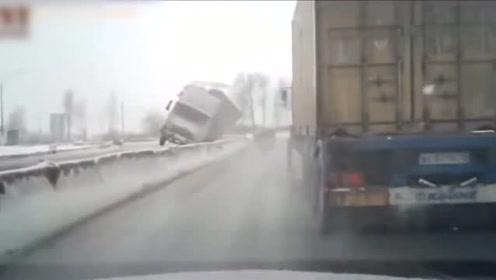 路面湿滑!你看,一个不小心就滑溜溜了!