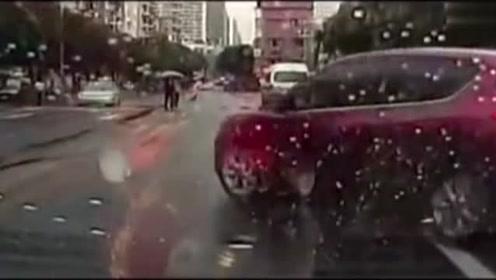 堪称开车反面教材!看这位司机如何把所有的错误都犯了个遍