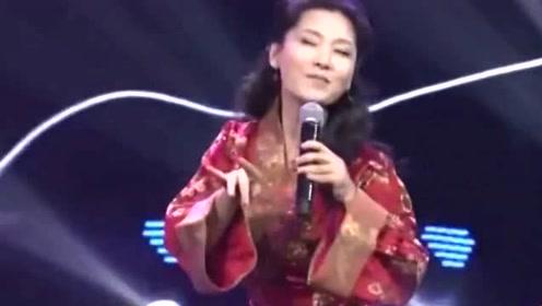 她是国家一级演员 曾在金鸡奖大骂白百何 与丈夫裸婚30年