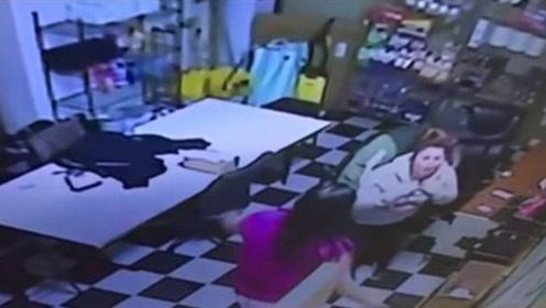 美国一女子吃薯片噎住险丧命 路过警察忙施救
