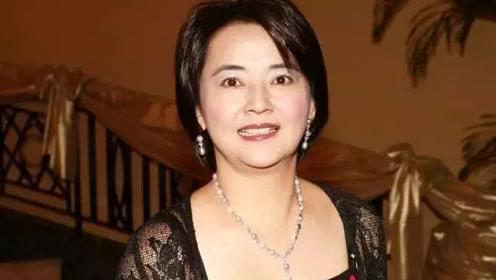 她美貌曾媲美林青霞 如今60岁依旧美丽动人