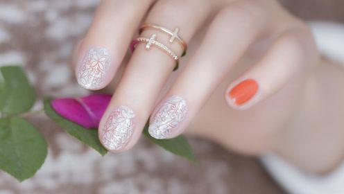 甜美珊瑚色小花朵美甲 不pick夏天都白过啦!