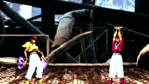拳皇:当克里斯变身成大蛇之后,大蛇队三人都碰不到大蛇一下!