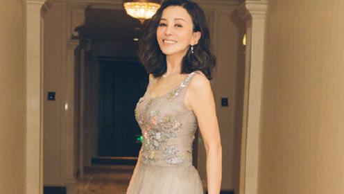 48岁雪姨王琳薄纱裙秀丰满身材 年轻了不止20岁