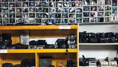 在手机都能拍大片的时代,一家胶片相机店却受到众多年轻人的喜爱