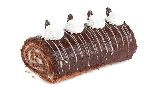 大师教你制作巧克力草莓蛋糕卷!闲暇时刻放松自己,美味漂亮糕点