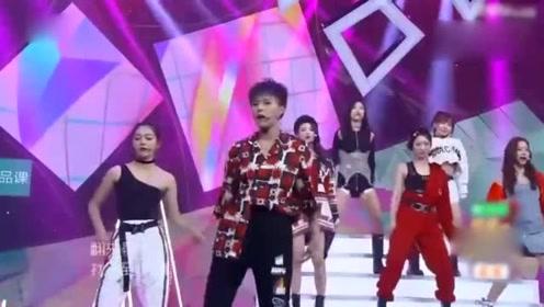 火箭少女101成团首秀来袭 唱《Rocket Girls》团魂炸裂!