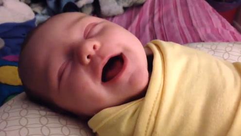 宝宝睡着了还在不停笑,这是梦到了什么?小模样实在太可爱了