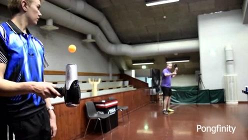 国外乒乓球爱好者大秀球技!网友:这个技术大概能拿到小学比赛冠军