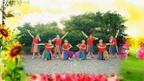 云裳广场舞详细的广场舞教学《你傻不傻》图片