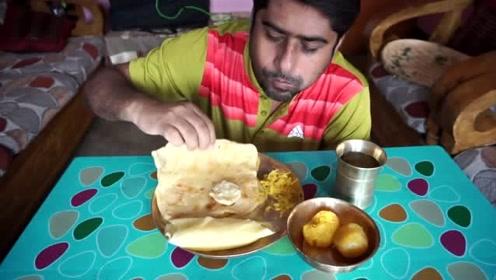 印度大叔直播吃早餐,简简单单的面饼,却吃的有滋有味