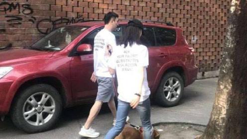 网友偶遇王思聪街头秀恩爱 七夕与女友穿情侣装遛狗背影超甜