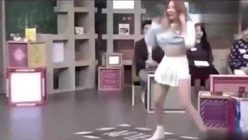 孟美岐上韩国节目即兴跳舞,每一个点都卡得很准,厉害了!