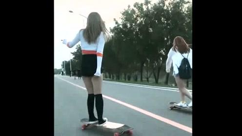 散步遇到玩滑板的姑娘!你们觉得哪个的滑姿更美?