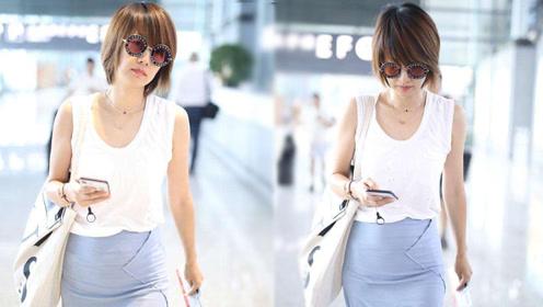 42岁马伊琍机场终于穿起了裙子 优雅出街清新似24岁