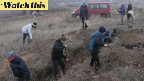 实拍乌克兰儿童开挖战壕 士兵:孩子们让我们充满信心