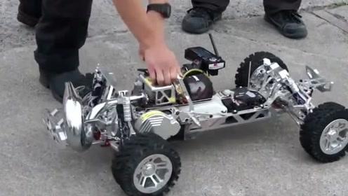 牛人改造的遥控车 发动机启动的声音真像样