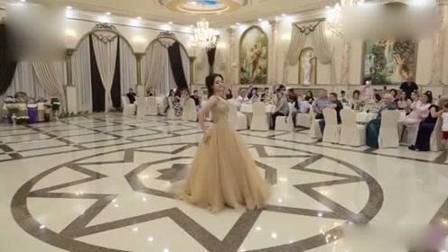 """她被称为中亚""""最美新娘"""",这一段婚礼舞蹈堪称经典"""