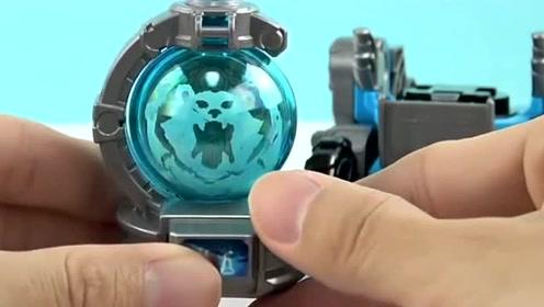 超级飞侠拥有了两件新的武器,一个是机器螃蟹还有机器熊